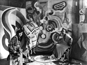 Sonia Delaunay and two friends in Robert Delaunay's studio, rue des Grands-Augustins, Paris 1924. Bibliothèque nationale de France, Paris.